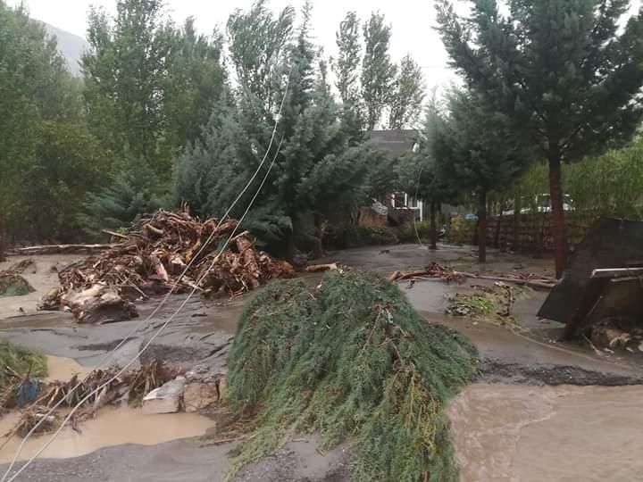 Flash flooding block roads, washed out bridges in some villages in Kurdistan 43629084_397536140783834_5557300395232985088_n