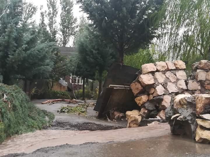 Flash flooding block roads, washed out bridges in some villages in Kurdistan 44769066_274548849843034_4744881024519897088_n